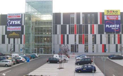 Lukratívny obchodný priestor 200 m2, OC STORELAND, Lamač