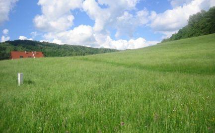 Stavebný pozemok 998m2 v obci Podzámčok