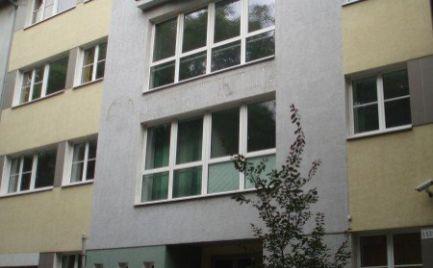 Administratívnu budova pri nákupnom centre Centrál