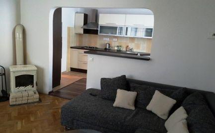 Na prenájom: veľký 2-izb. byt v centre mesta