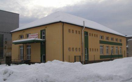 Štvorpodlažná, kompletne zrekonštruovaná polyfunkčná budova v Banskej Bystrici