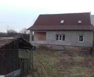 Predaj domu so začatou rekonštrukciou v obci podrečany.