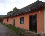 Budova bývalej krčmy v obci Ratková