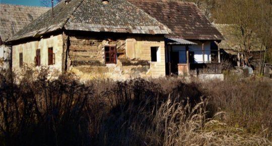 Starý hlinený dom vhodný na chalupu