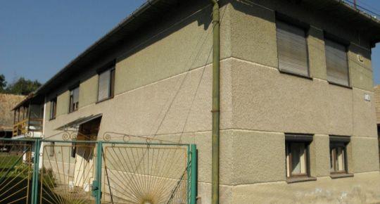 Rodinný dom v Rimavskej Bani s letnou kuchynkou