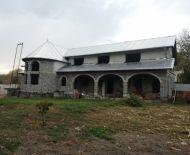 Predám rozostavaný rodinný dom v obci Bušince