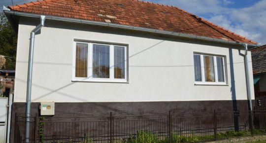Exkluzívna ponuka, Rodinný dom v obci Uhorské