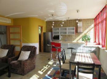 BA I.,  2 -izbový byt  v rodinnom dome na Okanikovej ulici