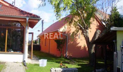 REALFINN - Nové Zámky - Rodinný dom na býyvanie a podnikanie, prípadne dvojgeneračné bývanie