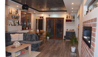 Bývajte v rodinnom dome v tichom prostredí s nádherným veľkým pozemkom len 30km od Bratislavy
