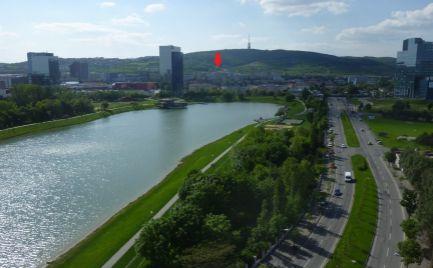 Ponúkame Vám na prenájom zariadený 1 izbový byt Bratislava-Nové Mesto, Československých parašutistov.
