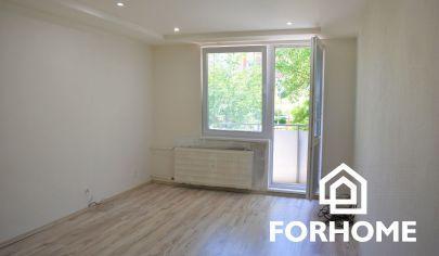 Prenájom zrekonštrouvaného 2 izbového bytu s balkónom, sídlisko Nábrežie, Nové Zámky.
