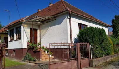 Velčice, rodinný dom, pozemok  2100 m2, okr. Zlaté Moravce