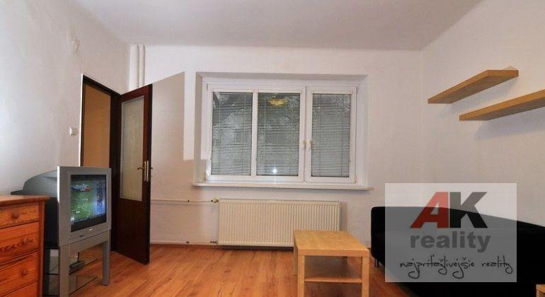 Prenájom 1 izbový byt Bratislava-Ružinov, Trenčianska