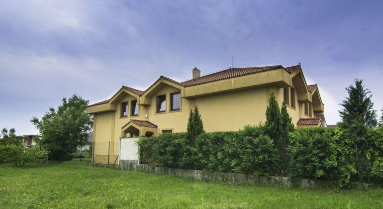 Priestranný 7 izbový rodinný dom vhodný aj na podnikanie na Podpriehradnej ulici v Bratislava II - VIDEOPREHLIADKA