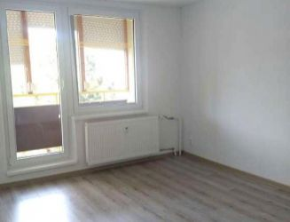 Zvolen, Sekier – zrekonštruovaný 3-izbový byt s loggiou, výmera 65 m2 – predaj