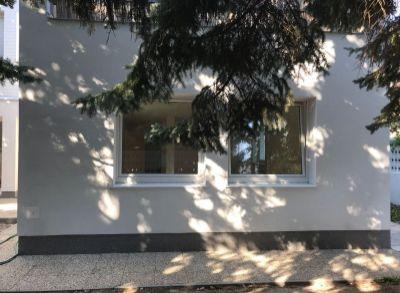 Ponúkame na predaj Rodinný dom : 4 izbový  byt v dome + garáž + záhrada
