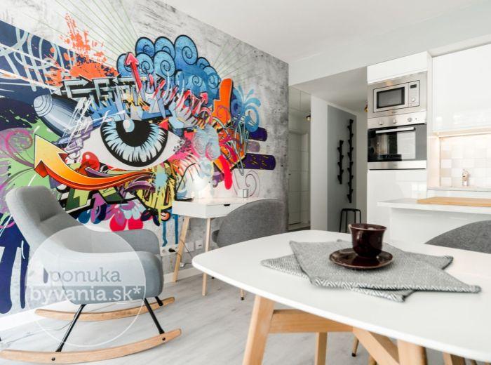 PRENAJATÉ - CITYPARK, 2-i byt, 47 m2 – novostavba, garáž, veľká loggia, DIZAJNOVO zariadený byt s GRAFFITI