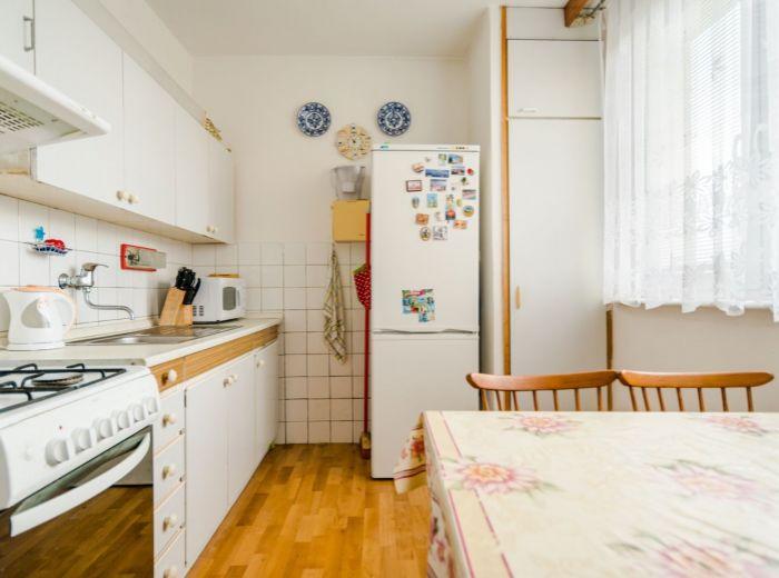 HLAVNÁ - STUPAVA, 3-i byt, 70 m2 - KRÁSNE PROSTREDIE, kľud a zároveň kúsok od CENTRA