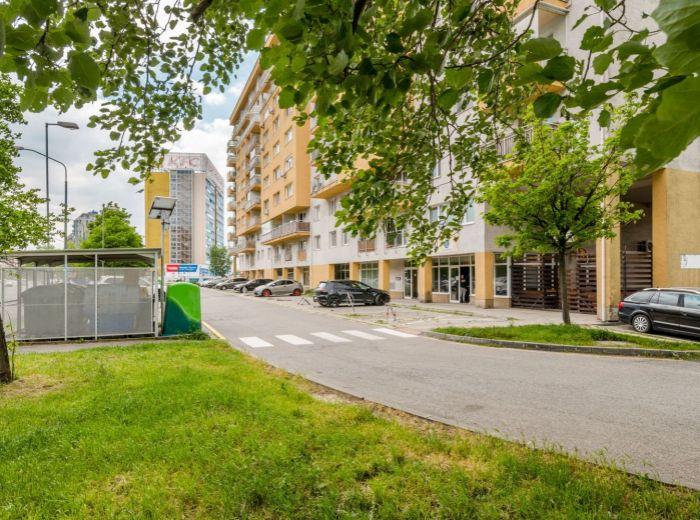 BUDATÍNSKA, 1-i byt, 53 m2 - s VÝMEROU DVOJIZBOVÉHO, vlastný kotol, 13-ročná NOVOSTAVBA, ihneď VOĽNÝ