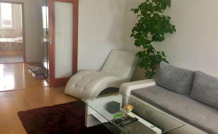Krásny slnečný zrekonštruovaný 4 izbový byt v Petržálke - Bzovícka ul.
