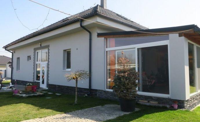 Veľký moderný 7 izbový rodinný dom, 3x garáž, zimná záhrada, súkromie, Senec (Hrubý Šúr/Tureň)