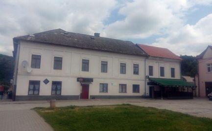 Hotel - reštaurácia - obchod Plešivec.