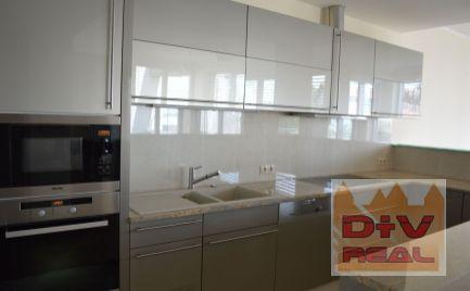 D+V real ponúka na prenájom: 3 izbový byt, Mudroňova ulica, Diplomat park, Bratislava I, Staré Mesto, výhľad na mesto a na hrad, terasa, parkovanie, výťah