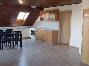 3 izbový byt v rodinnom dome v Rovinke