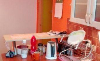 1-izbový tehlový byt v KN na predaj