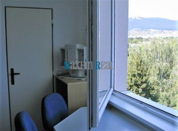 MAXFIN REAL - REZERVOVANÉ ! - prenájom 1 priestrannej izby+balkón, v byte  na Chrenovej v Nitre