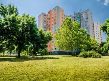 3i byt, 70 m2 – BA - Petržalka: nádherný VÝHĽAD na Kamzík a Rakúsko.