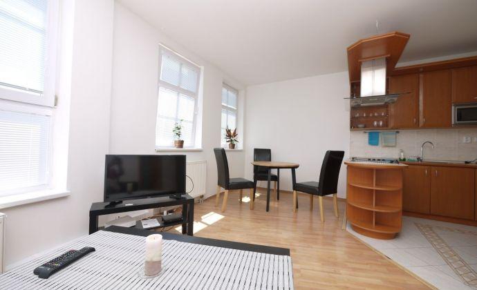 2-izbový zariadený byt 62 m2 Hviezdoslavovo námestie, absolútne centrum
