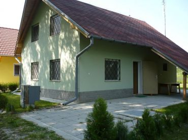 Zariadená jednoposchodová rekreačná chata neďaleko obce Bodíky