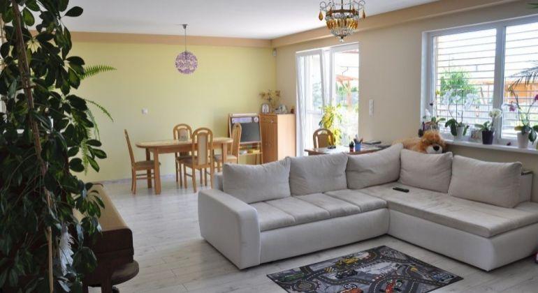 Predaj veľmi pekný,moderný - 5 izbový dom Slovenský Grob /641 m2 pozemok/, tiché bývanie -slepá ulička!
