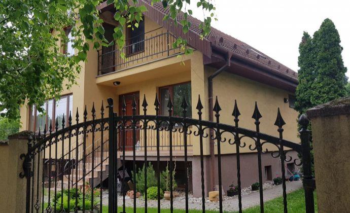 Veľký 5+ izbový 2- generačný rodinný dom, ú.p. 246 m2, garáž, dielňa, obec Mierovo (Hviezdoslavov)
