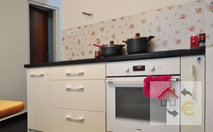 NOVINKA!!! 2 izbový kompletne zrekonštruovaný byt s loggiou na Sídlisku II