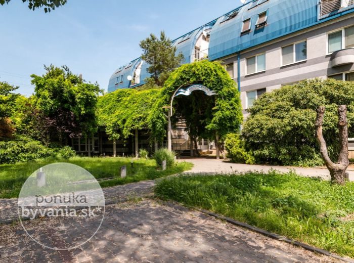REZERVOVANÉ - BAJKALSKÁ, 1-i byt, 25 m2 - TERASA, zeleň a BEZPROBLÉMOVÉ parkovanie, IHNEĎ VOĽNÝ