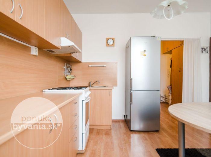 PREDANÉ - SÍDLISKO, 1-i byt, 40 m2 - BEZPROBLÉMOVÉ parkovanie, ZARIADENÝ, ticho a pokoj, IHNEĎ VOĽNÝ