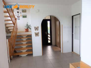 Priestranný rodinný dom, pozemok 600 m2, Nemšová časť Ľuborča