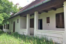 MAĎARSKO - BASKO GAZDOVSKÝ RD V ROMANTICKOM PROSTREDÍ, DREVENÉ ZACHOVALÉ TRÁMY