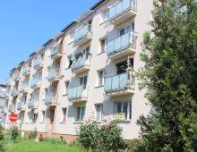 Na predaj SLNEČNÝ 2,5 izbový byt s BALKÓNOM vo vyhľadávanej lokalite, Solivarská ulica, Ružinov. Nízkopodlažný tehlový bytový dom.