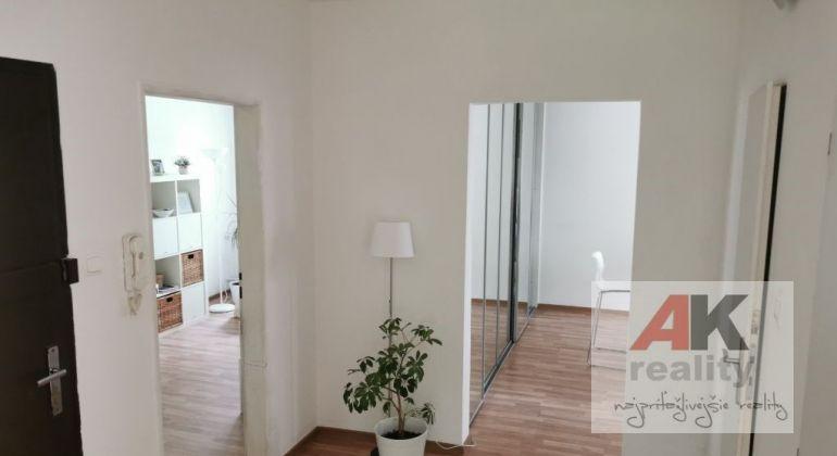 Predaj 4 izbový byt Bratislava-Dúbravka, Ožvoldíkova ulica