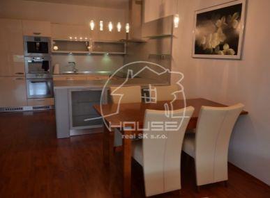 PRENÁJOM: kompletne zariadený 3 izb. byt s parkovacím státím v novostavbe v Karlovej Vsi – Karloveské rameno.