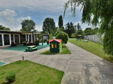 dom, 162 + 233 m2 – SENEC: pozemok 2687 m2,  nový bungalov + starší dom, SPOJENIE BÝVANIA S PODNIKANÍM