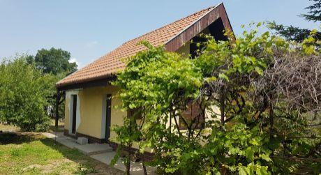 Murovaná chata na  Zúgove v Nových Zámkoch