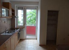 SENEC -  NA PREDAJ 4 izbový slnečný, čiastočne zrekonštruovaný byt s dvomi balkónmi