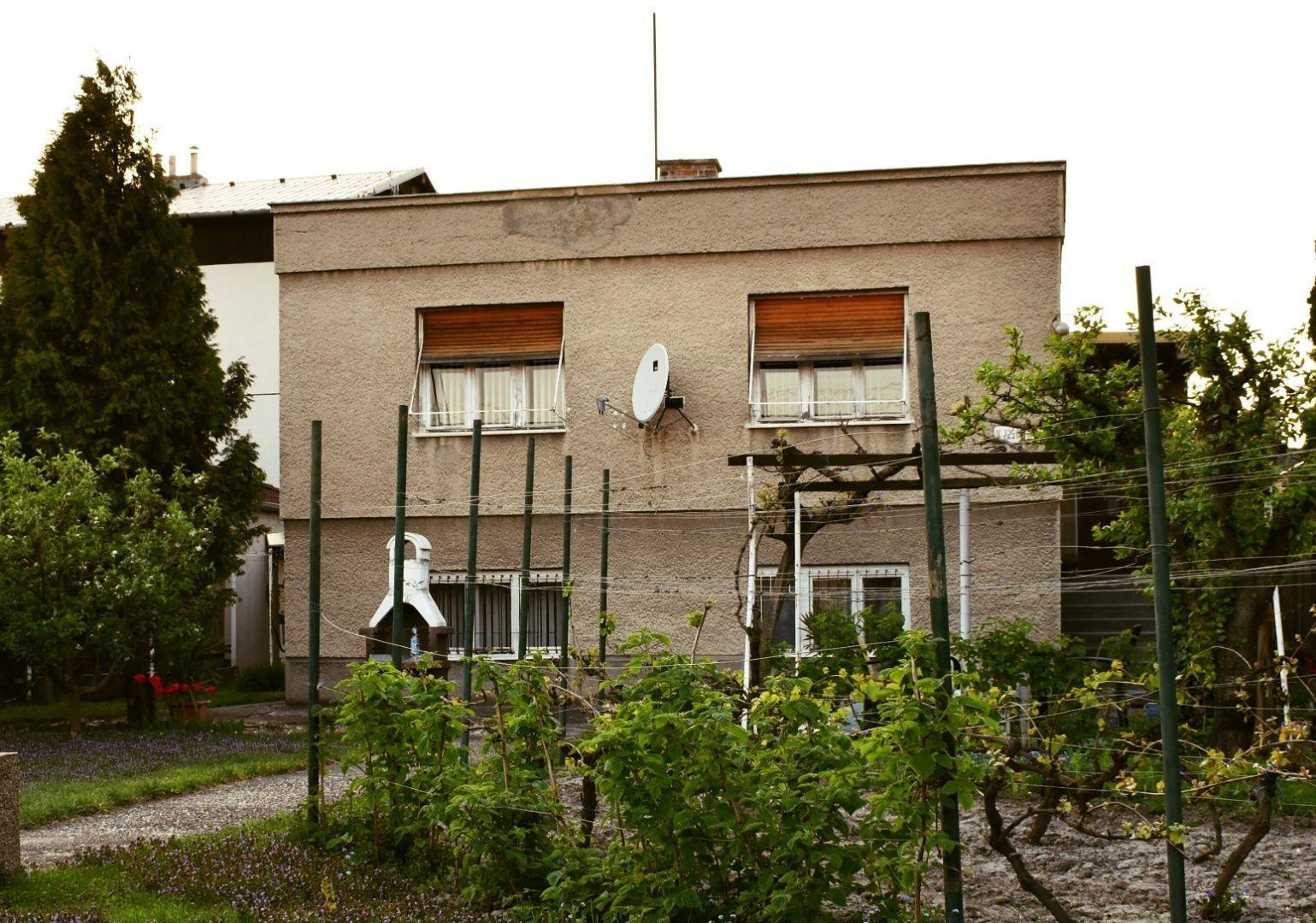 Rodinný dom-Predaj-Bratislava - mestská časť Rača-379900.00 €