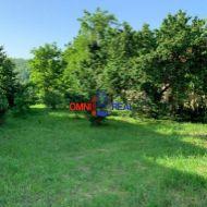 Pozemok pre rod.dom, Stupava - Lesná ul., 811 m2, IS na hranici pozemku