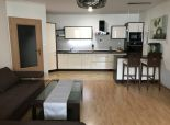 Exkluzívne len u nás - 2 izbový byt s loggiou v centre mesta s parkovacím miestom